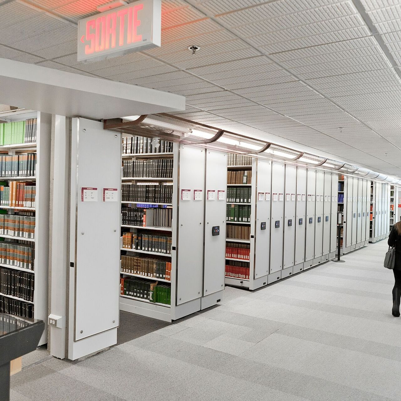 COMPACT ROLLING LIBRARY SHELVING